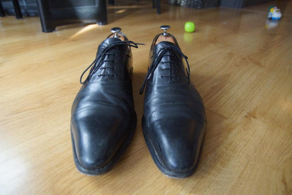 Chaussures portées avec embauchoirs