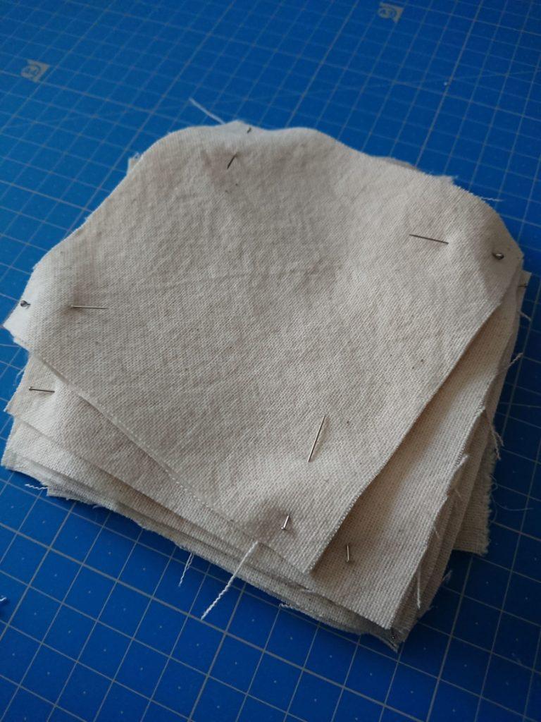découpe de carré de coton bio pour fabriquer des lingettes lavables